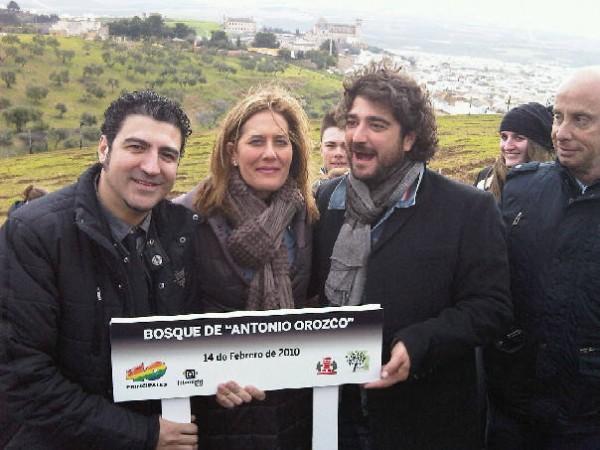 Junto a la alcaldesa de Osuna, Rosario Andujar, Antonio Orozco